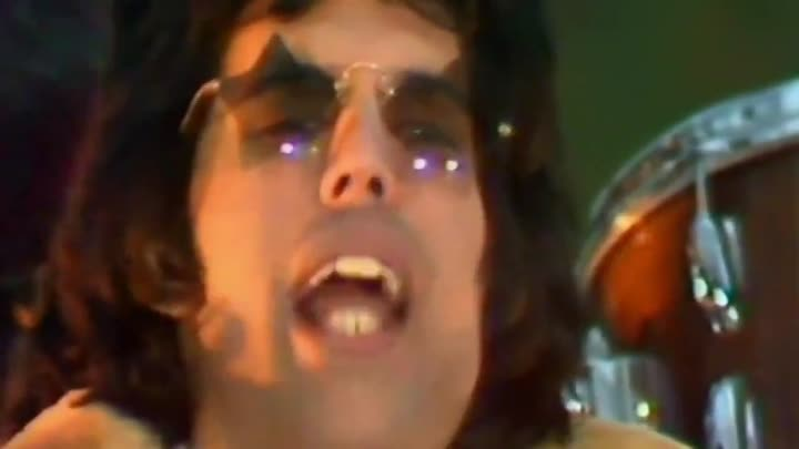 """Видео: Queen - We Will Rock You 1977 (HD)*(musik.klub ROK- ДЖУНГЛИ!!! -""""(official)""""."""