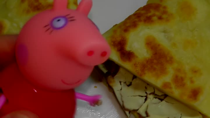 Видео: Peppa Pig Dunkin Donuts unwrapping Kinder Surprise Свинка Пеппа делает блины MS TOYS Collection