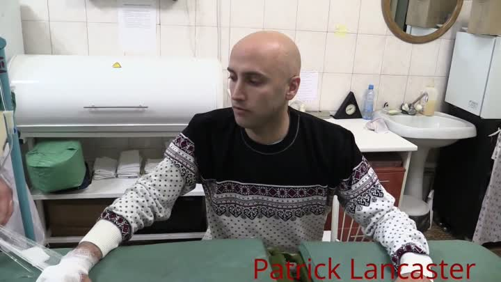 Видео: Interview with Graham Phillips at hospital after being hit by Ukraine mortar shrapnel near Donetsk
