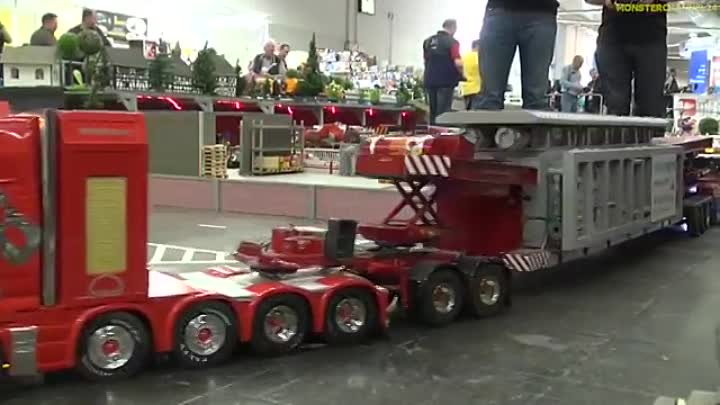 RC truck EXTREME! Stunning R⁄C heavy haulage with 2 operators!