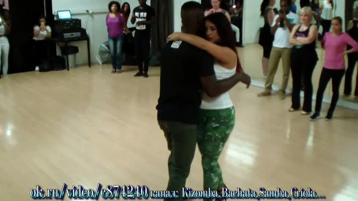 Видео: Paris Studio Bleu 06. 09. 15 Curtis & Macarena Kizomba Beginner Class