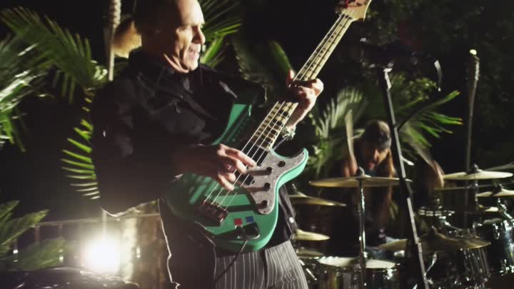 Видео: The Winery Dogs - I'm No Angel (Official Music Video) 2014