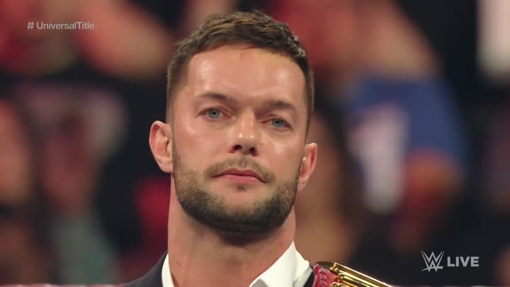 Видео: Finn Bálor relinquishes the WWE Universal Championship: Raw, Aug. 22, 2016