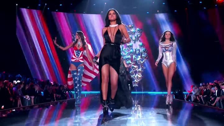 Видео: Hands To Myself-Me & My Girls - Medley (Live from the Victoria's Secret 2015 Fashion Show)