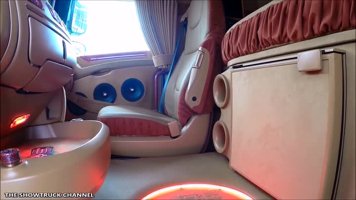 SHOWTRUCK INTERIORS #8 - DAF XF ''MOULIN ROUGE'' BY JELLE SCHOUSTRA