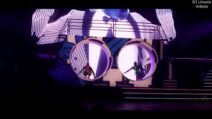 Видео: Britney Spears - Scream And Shout & Boys (Live @Las Vegas Planet Hollywood) (HQ Sound)