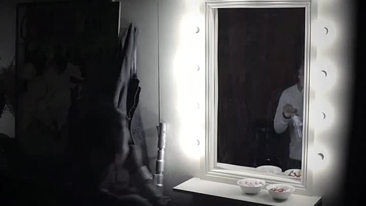 Видео: THE CONJURING 2 - SCARIEST TWO-WAY MIRROR PRANK EVER