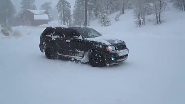 Jeep srt8 MONSTER! Donuts in the SNOW #2 LOUD!