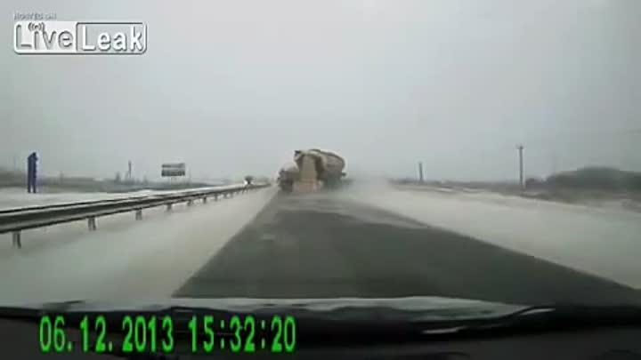 Сделал все что мог / Large cement truck driver does all he can to avoid major accident