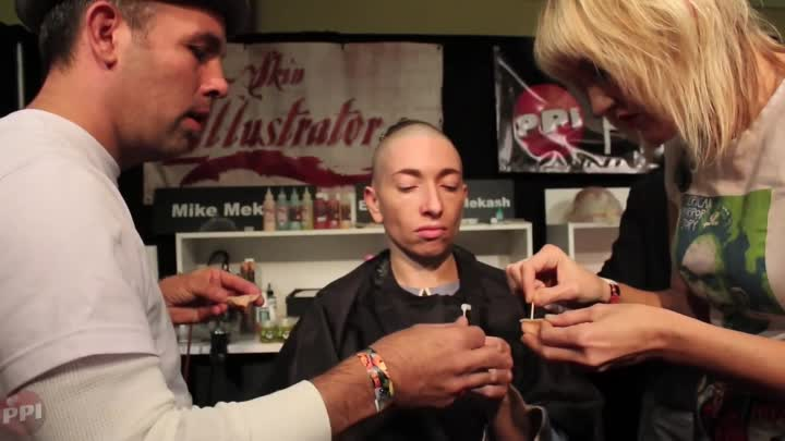 Видео: Creating Pepper from American Horror Story - PPI booth, Son of Monsterpalooza