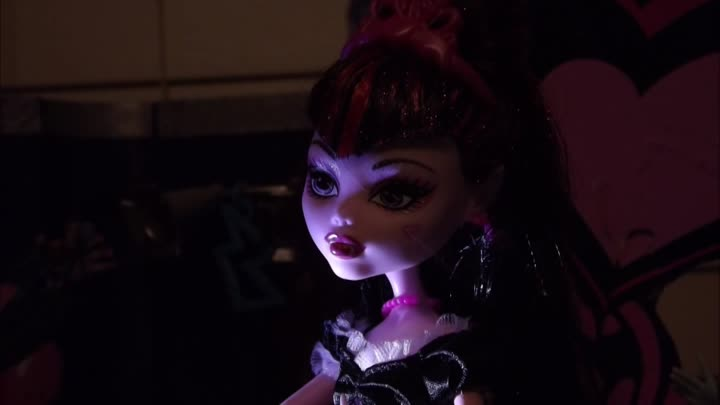 Видео: Monster High Why do ghouls fall in love Stop Motion