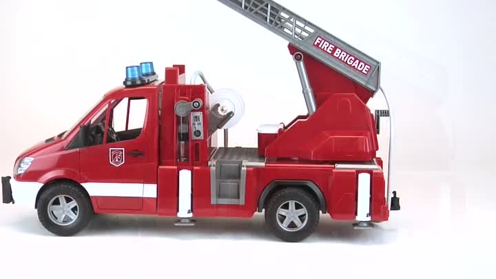 Видео: Bruder Toys MB Sprinter Fire Engine w Ladder, Water Pump & Light & Sound Module #02532
