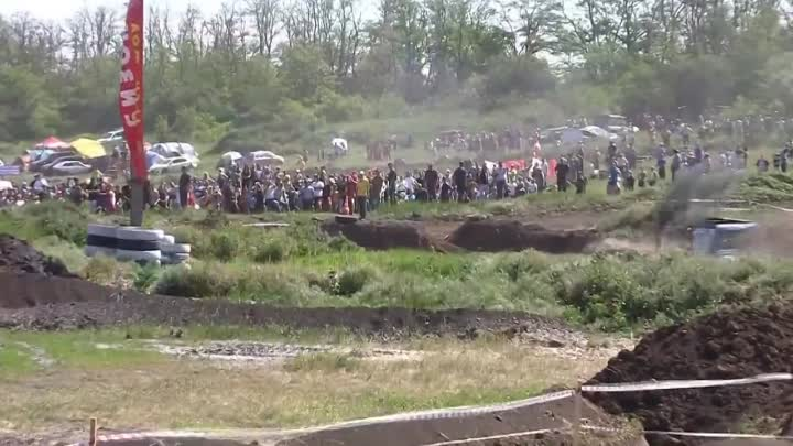 Russian Flying Tractor Racing - Offroad Race - Bison Track Show - Russia 2012
