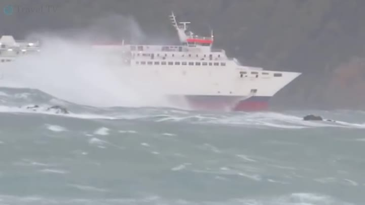 Видео: TOP 20 SHIPS in STORM and CRASH! Monster Waves! Incredible Video You Must See!