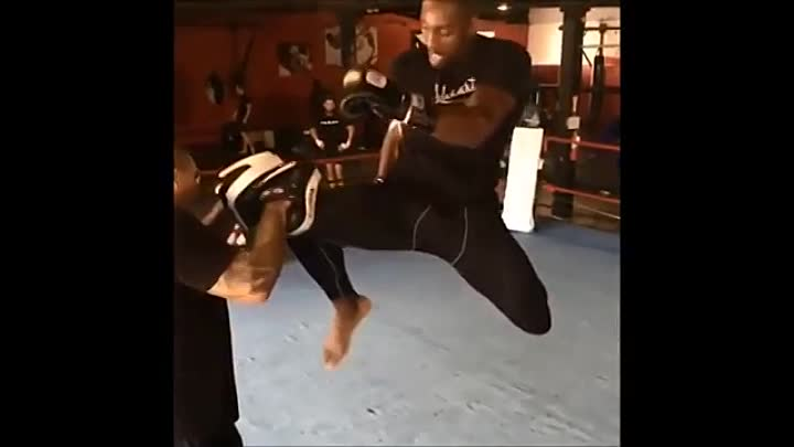 Phil Davis training for Liam McGeary at Bellator 163