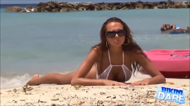 Bikini model Pamela - photoshoot on the beach