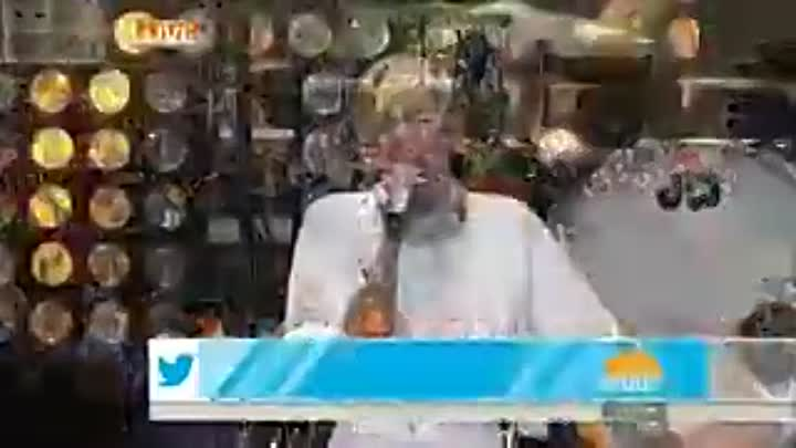 Видео: Miley Cyrus - Wrecking Ball (Live Today Show)