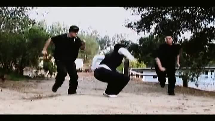 Видео: Kung Fu Girl vs 2 Guys Fight Scene (Tekken / Dead or Alive Style)