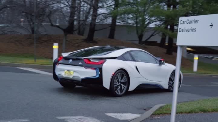 Видео: Fun with the BMW i8!