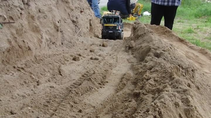IS IT REAL ??? SCALEART MAN, 1:14th SCALE RC TRACTOR TRUCK CLIMBING UPHILL !!!