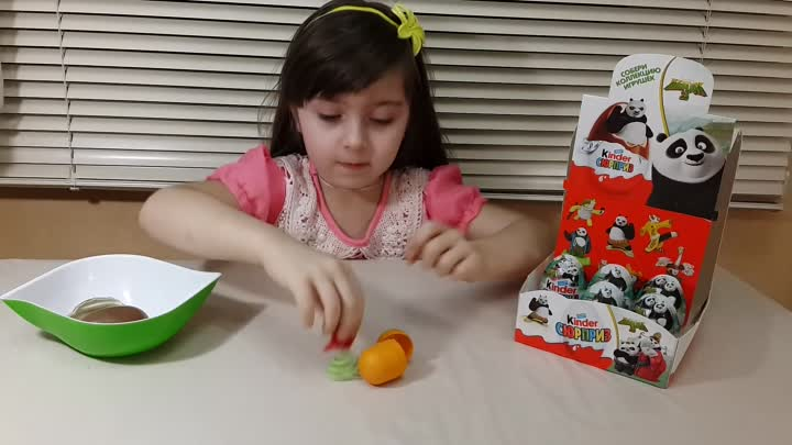 Видео: Кунг Фу Панда 3 Киндер Сюрприз на русском яйца Kung Fu Panda 3 Kinder Surprise Eggs toys unboxing
