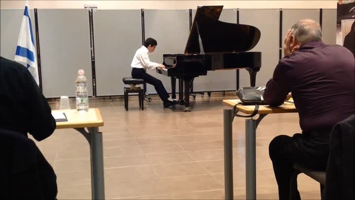 Видео: Chopin - Etudes Op.10 No.7 performed by Ben Yakoubov
