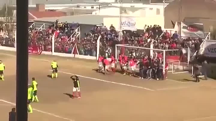 Paulo Dybala vs the ultimate wall in his home town