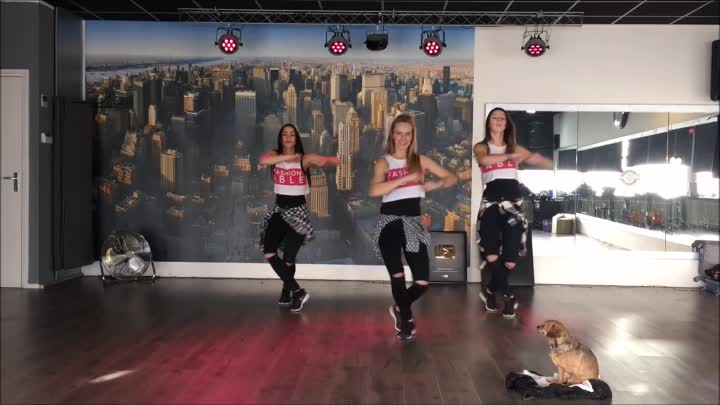 Despacito - Luis Fonsi ft Daddy Yankee -Easy Dance Fitness Choreography