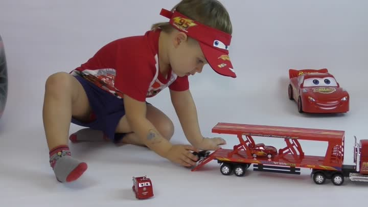 Видео: 100+ cars toys GIANT SURPRISE OPENING Disney Pixar Lightning McQueen 100+ Тачки МОЛНИЯ МАКВИН