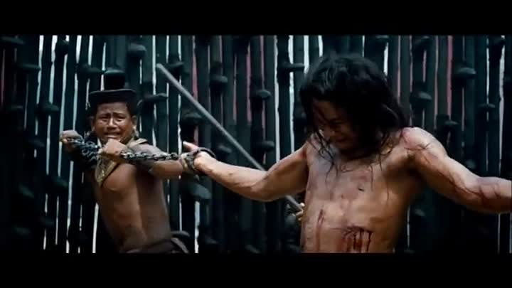 Видео: Ong Bak 3 Torture Fight Scene