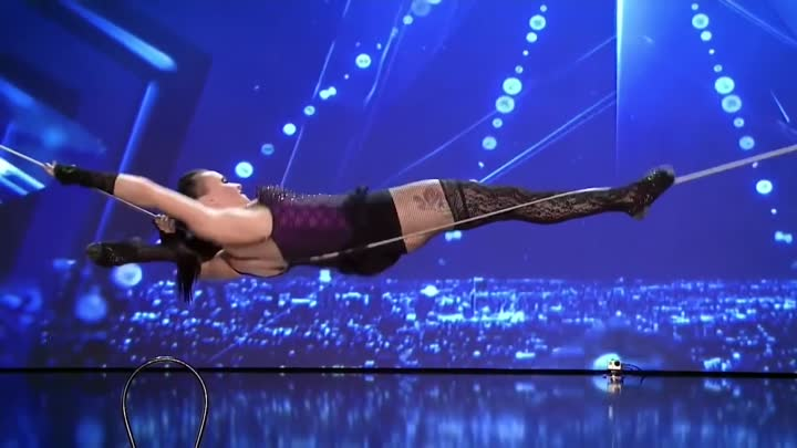 Видео: Amazing Acrobatics by Tightrope Walker Impresses Judges | Romania's Got Talent 2017