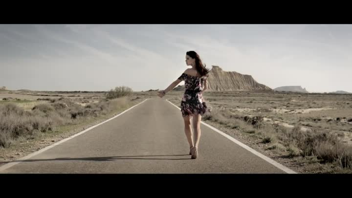 New Yorker - Dress for the Moment, Music: Lyntched by Andersen, Caine // reklamefernsehen.com
