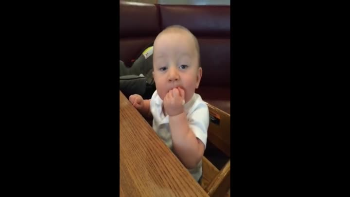 Baby tastes turkey for first time, dances in delight