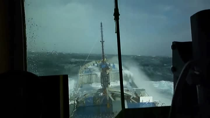 Видео: TOP 10 SHIPS in STORM and CRASH! Monster Waves! Incredible Video You Must See