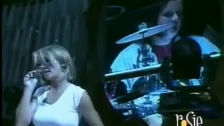 Видео: RARE Britney singing Baby One More Time LIVE Rehearsals 2000