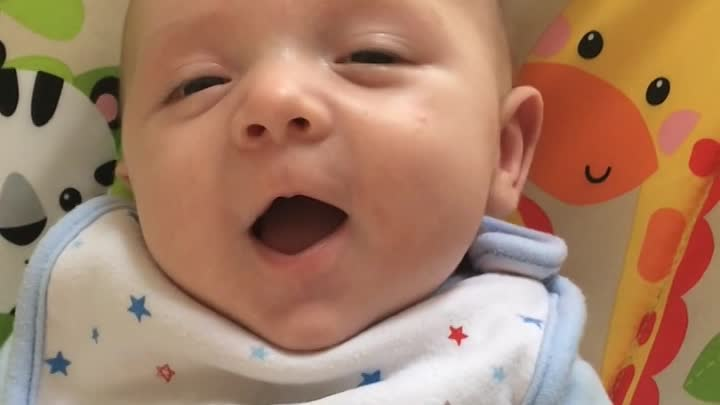 """Видео: Incredible moment 7 week old baby clearly says """"HELLO!"""" Watch until the end! CUTE!"""