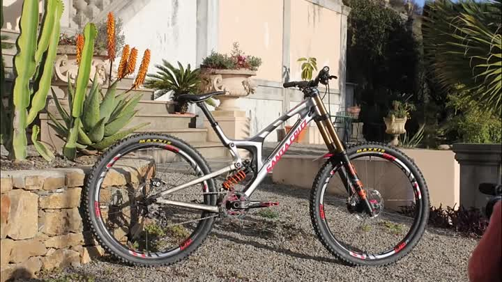 Видео: Greg Minnaar is Riding a Prototype Santa Cruz 29er DH Bike!