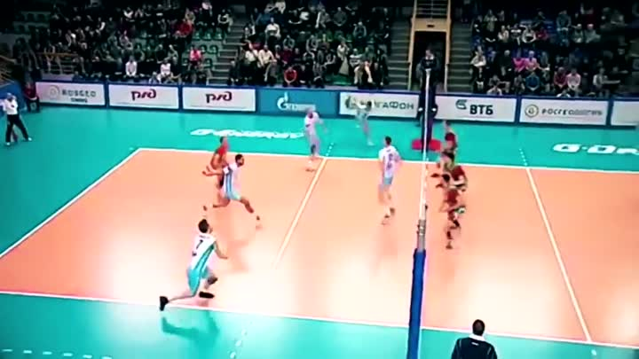 Видео: TOP 10 Monster 3rd meter spike by King Ivan Zaytsev | Crazy Volleyball