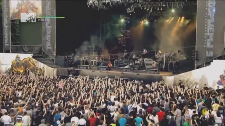 Видео: Linkin Park - Breaking The Habit (Live from Red Square)