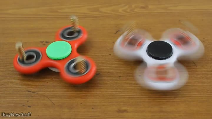 Видео: Fun with fidget spinners and super strong magnets!