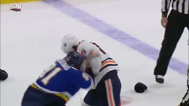 Видео: Tarasenko trades punches with Benning after attempted hit
