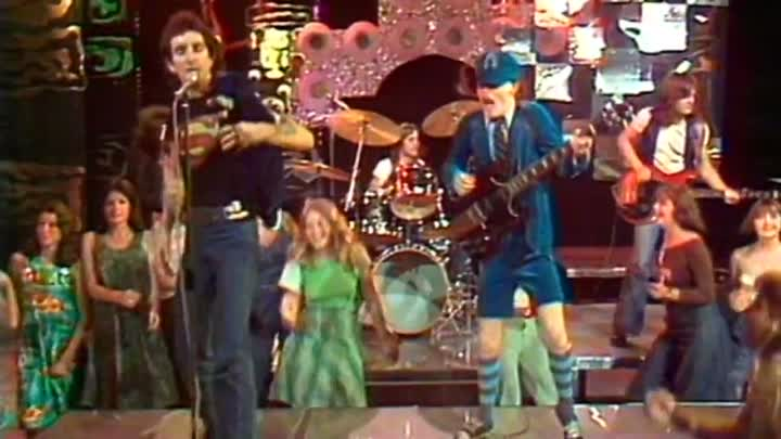 """Видео: AC/DC - It's A Long Way To The Top (1976)-(musik.klab ROK ДЖУНГЛИ!!! -""""(official)""""."""