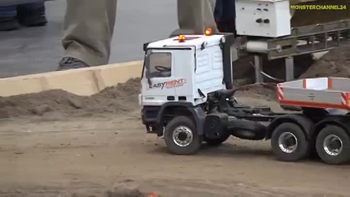 Видео: RC TRUCKS! TRACTORS! HEAVY MACHINES! HARD WORK!.