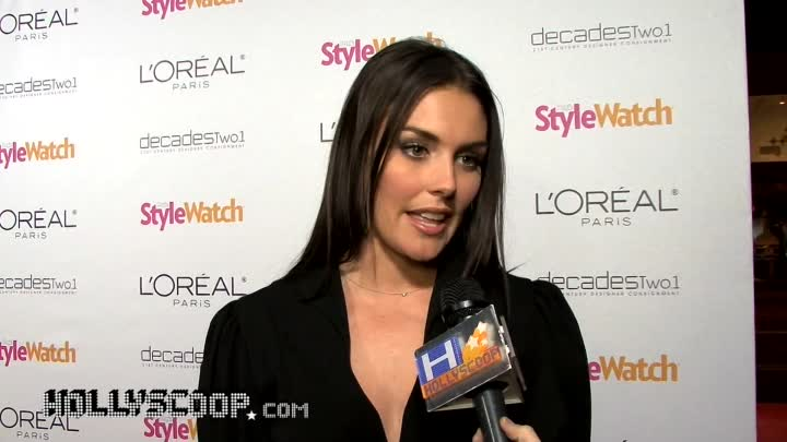 Видео: Taylor Cole Likes Vintage For Red Carpet