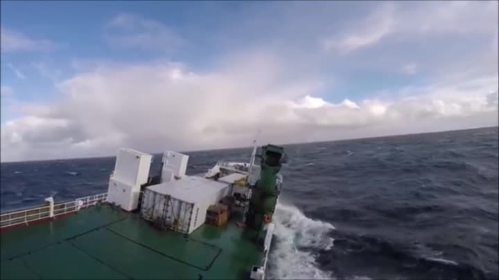 Видео: Terrifying moment ship is slammed by monster waves in violent mega storm at sea