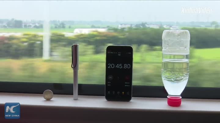 Видео: Watch how long coin can balance on high-speed train traveling at 350 kph