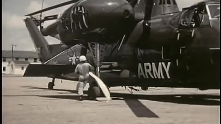 Видео: Fun with Big and Little Helicopters