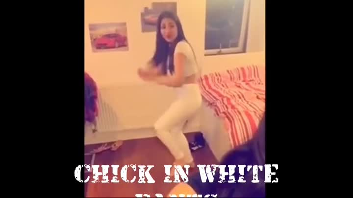 Видео: Chicks In White Pants