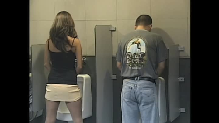 Chica en el baño de hombres - Lady in men's bathroom - Loco Video Loco - Humor Candid Camera Sexy