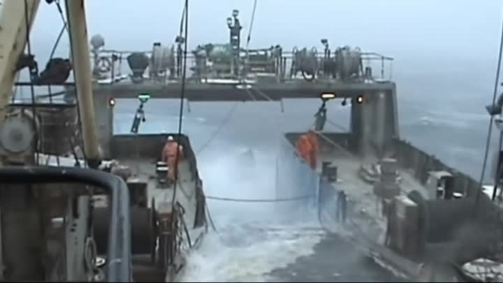 Видео: Top 10 ships in storm Giant Monster Waves You Need To See